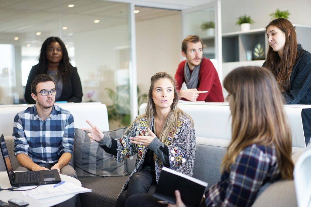 活き活きした社員が多いと会社の勢いもある【転職面接あるある】